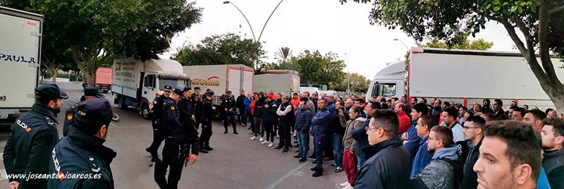 Caravana de agricultores que defienden en Almería el 'modelo familiar'. /joseantonioarcos.es
