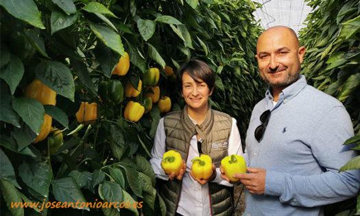 Dolores Alcántara de Vilmorin con el agricultor Manuel Moreno. /joseantonioarcos.es