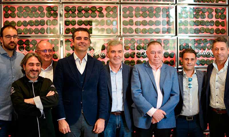 Tomate Adora y Verdita se presentan ante hosteleros y restauradores en Almería. /joseantonioarcos.es