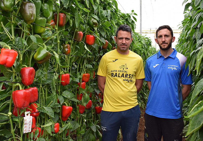Los hermanos Callejón, propietarios de la finca en la que se desarrollaron las jornadas de Ramiro Arnedo. /joseantonioarcos.es