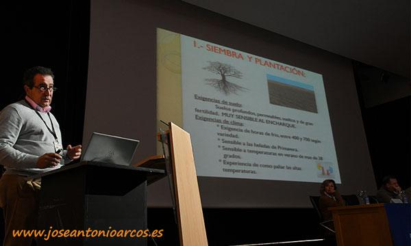 Manuel Borrego expuso su experiencia como productor de nogales. /joseantonioarcos.es