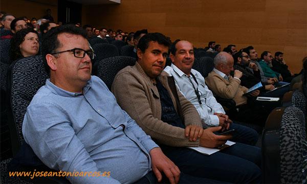 Miembros del equipo de Nogalnature presentes en las jornadas de nogal de Don Benito. /joseantonioarcos.es