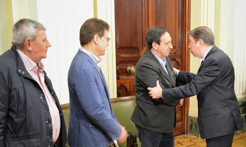 El Ministro de Agricultura Luis Planas reunido con las organizaciones agrarias. Con el presidente de Asaja, Pedro Barato. /joseantonioarcos.es