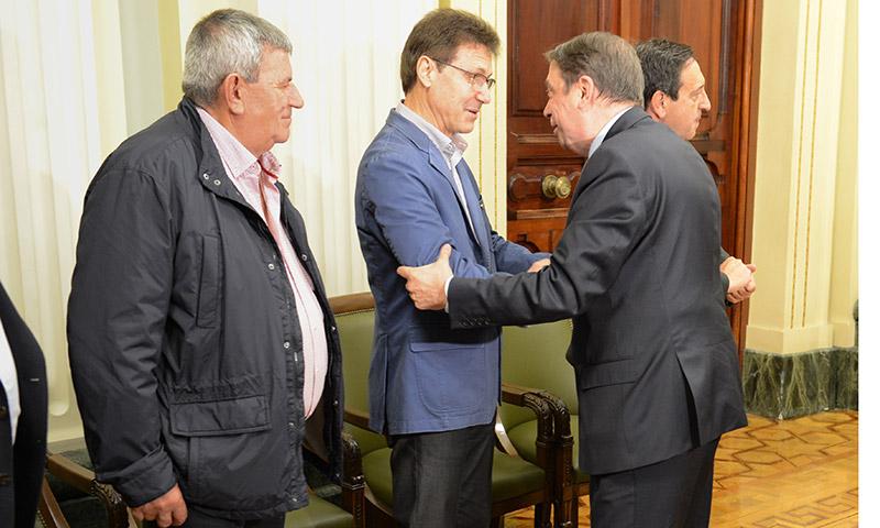 El Ministro de Agricultura Luis Planas reunido con las organizaciones agrarias. Con el secretario general de la COAG. /joseantonioarcos.es