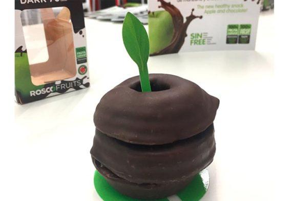 La primera manzana con forma de rosco de chocolate