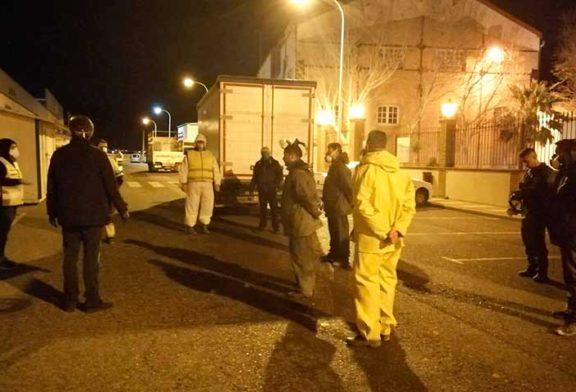 Los agricultores de Adra completan esta noche la desinfección del municipio
