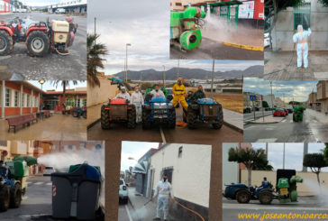 Los agricultores con sus tractores desinfectan El Ejido frente al covid19