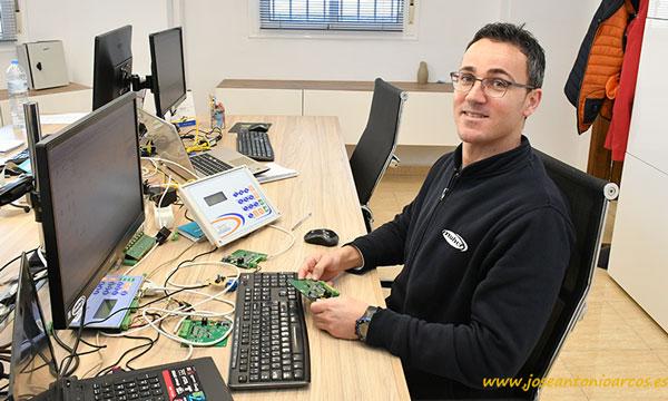 Víctor Fernández. Eliminador de algas de Maher Electrónica. Maher Start Agrocontrollers. /joseantonioarcos.es