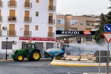Asaja saca sus tractores para desinfectar con hipoclorito y agua