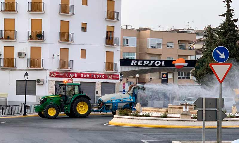 Tractores frente al coronavirus. /joseantonioarcos.es